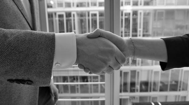 Händeschütteln auf eine starke Kooperation