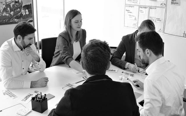 Leitwerk Berater arbeiten im Team zusammen