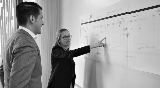 Mitarbeiter der Leitwerk Unternehmensberatung bei Aufbau und Weiterentwicklung von Prozessmodellen