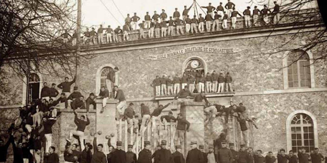 L'école normale militaire de gymnastique, juste après la guerre de 14-18. En 1920, le site a hébergé les athlètes qui préparaient les jeux Olympiques d'Anvers.