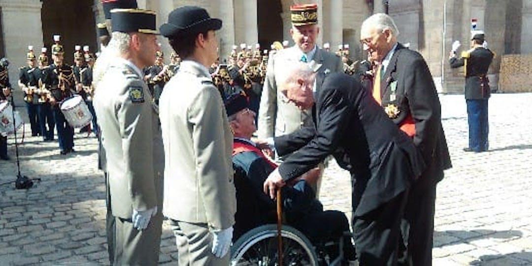 Yves Daruvar, Compagnon de la Libération, dans son fauteuil lors d'une cérémonie aux Invalides le 25 juin 2015. (Archives)