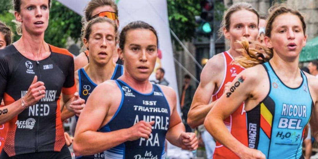 Audrey Merle, au centre, est la nouvelle championne d'Europe de duathlon. (crédit-photos : petersportspics)