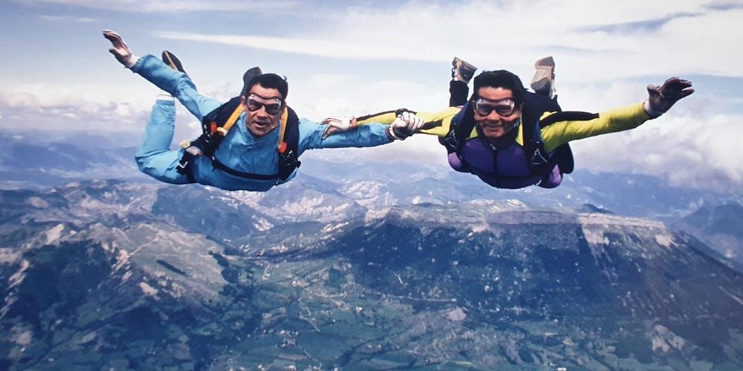 A droite, Philippe Archambault, lors d'un saut, aux côtés de Jacques Bessy (Crédit photo: collection Jacques Bessy).