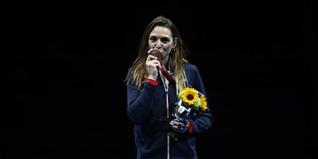 La gendarme Manon Brunet obtient la médaille de bronze dans l'épreuve du sabre (crédit photo : CNOSF/KMSP).