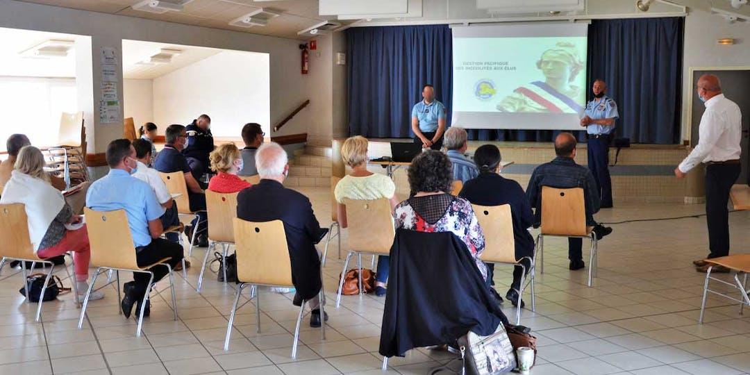 Session d'information sur la gestion pacifique des incivilités au profit d'autres élus du département du Loiret. (Photo: LP/L'Essor)