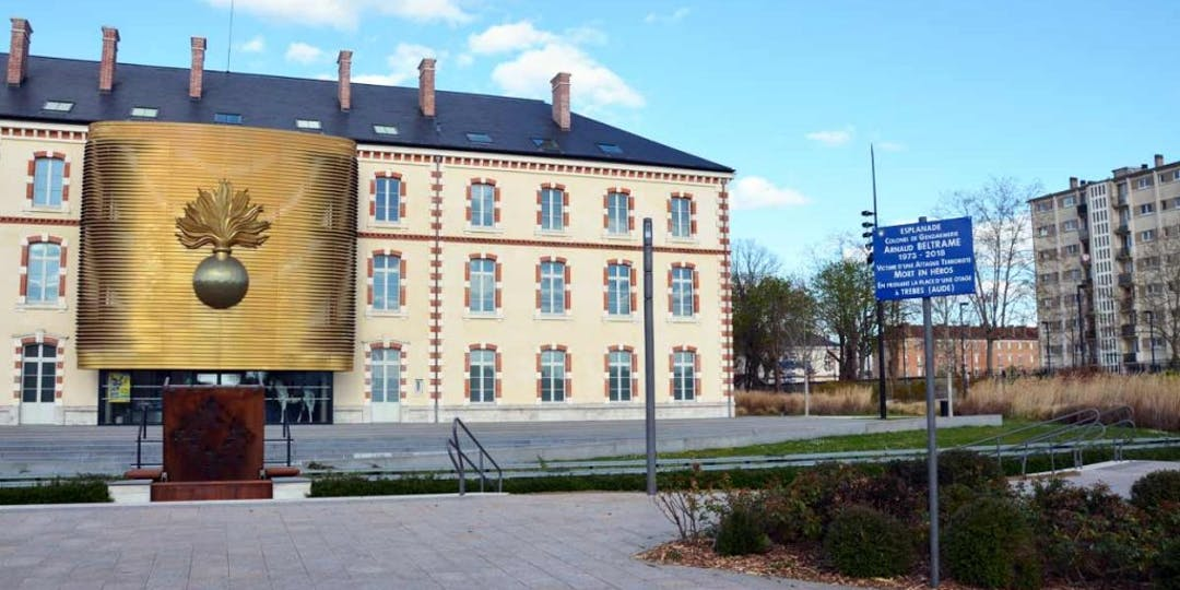Le Musée de la Gendarmerie de Melun, ouvert en 2015, depuis l'esplanade Arnaud Beltrame (Photo: LP/L'Essor)