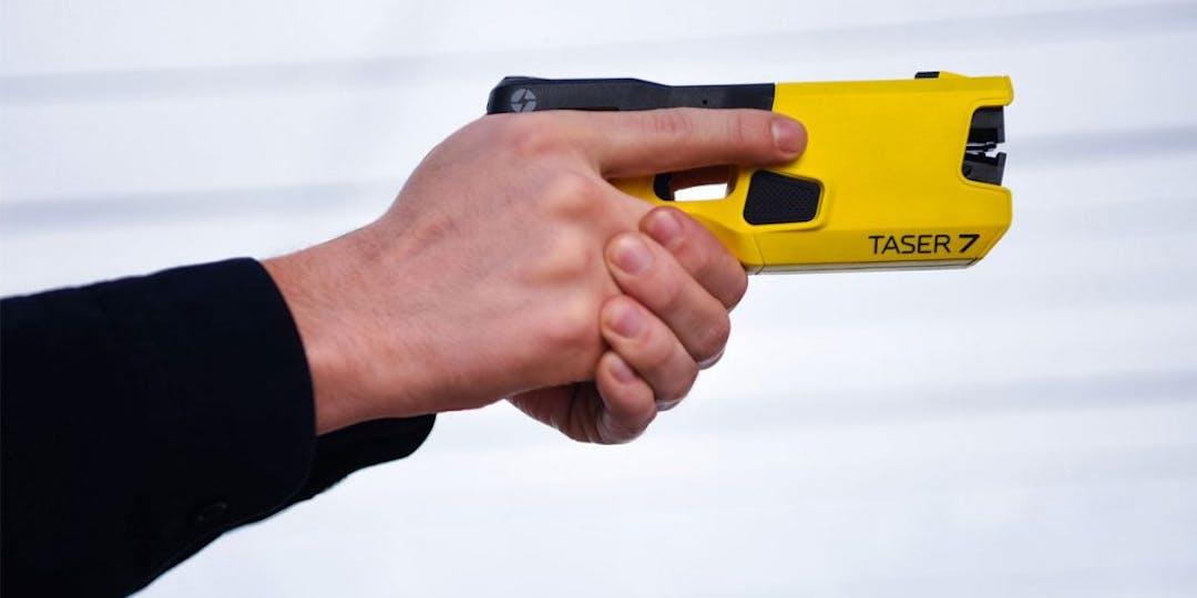 """Les gendarmes ont fait usage d'un """"taser"""" lors d'une partie de crêpes (photo archives : L'Essor)"""
