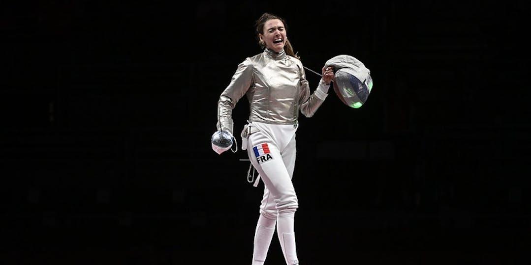 Manon Brunet en lice pour décrocher une autre médaille lors de la compétition par équipes de sabre (crédit photo : CNOSF/KMSP)