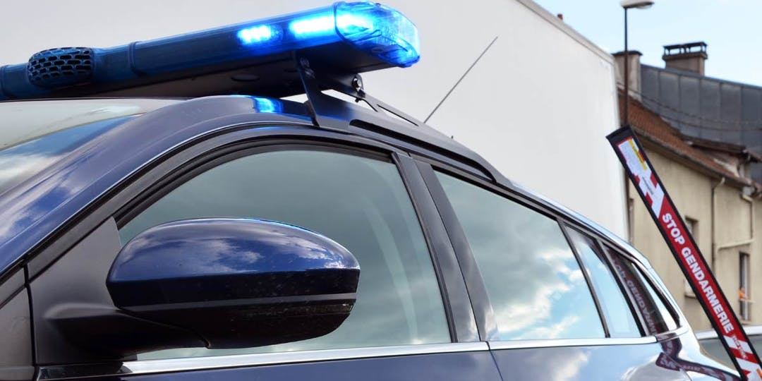 """Un véhicule de patrouille de gendarmerie lors d'un contrôle routier avec une herse mobile """"stop stick"""" à portée de main en cas de refus d'obtempérer. (Photo d'illustration: LP/L'Essor)"""