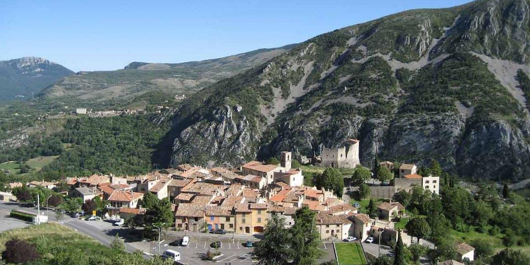 Le village préalpin de Gréolières, dans les Alpes-Maritimes.