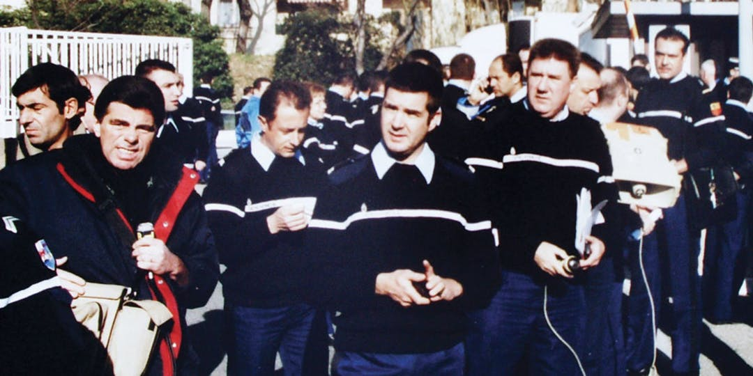 Décembre 2001. Manifestation de rue inédite de gendarmes pour protester contre les conditions de travail.
