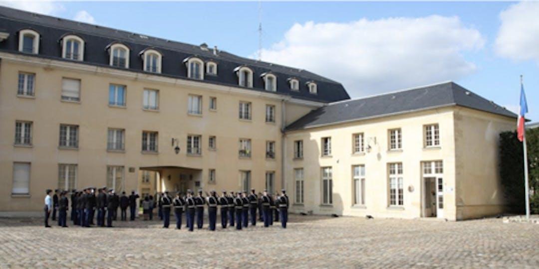 Versailles, le 16 septembre 2021, cérémonie de baptême de la cour d'honneur de la section de recherches du nom du gendarme Claude Ferhat.