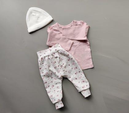 Newborn broekjes met bijpassend mutsje