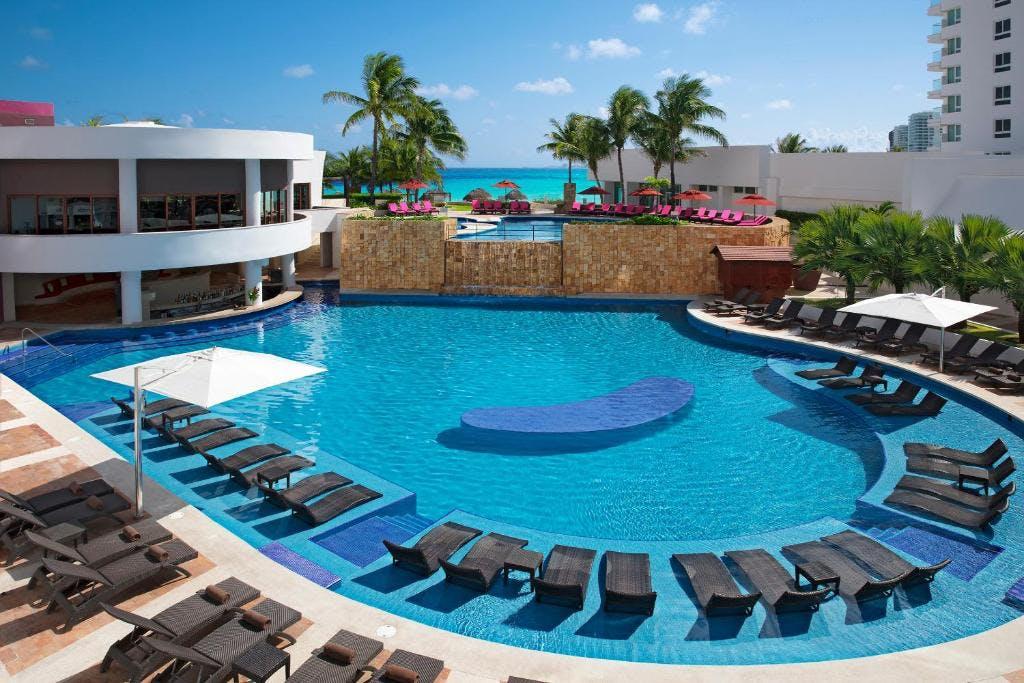 Krystal Grand pool