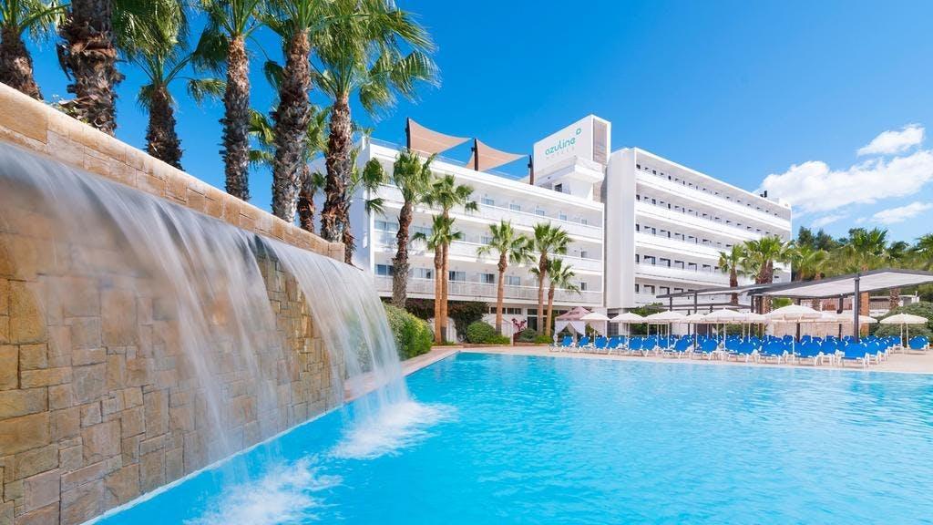 AzuLine Hotel Bergantin pool area