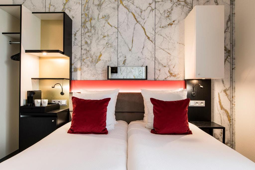 Lancaster Hotel bedroom