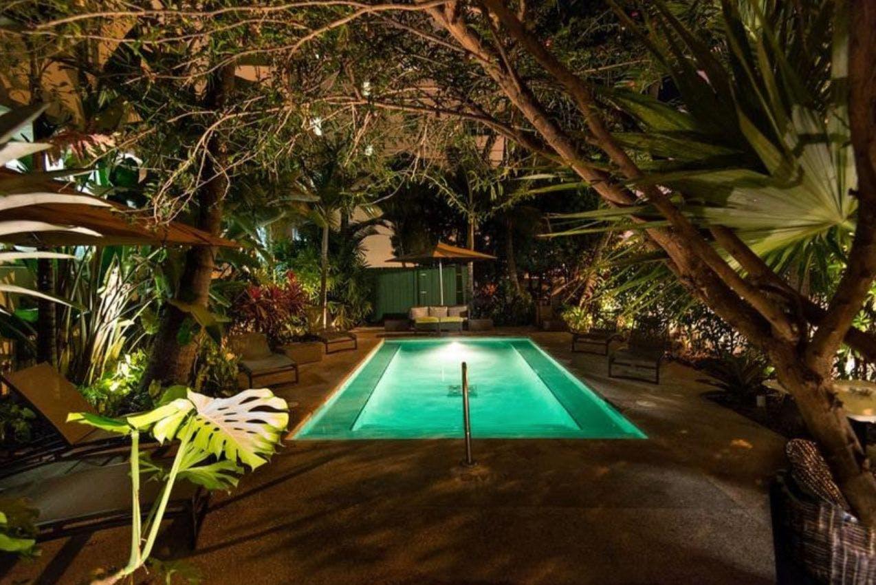 Essex House Hotel swimming pool