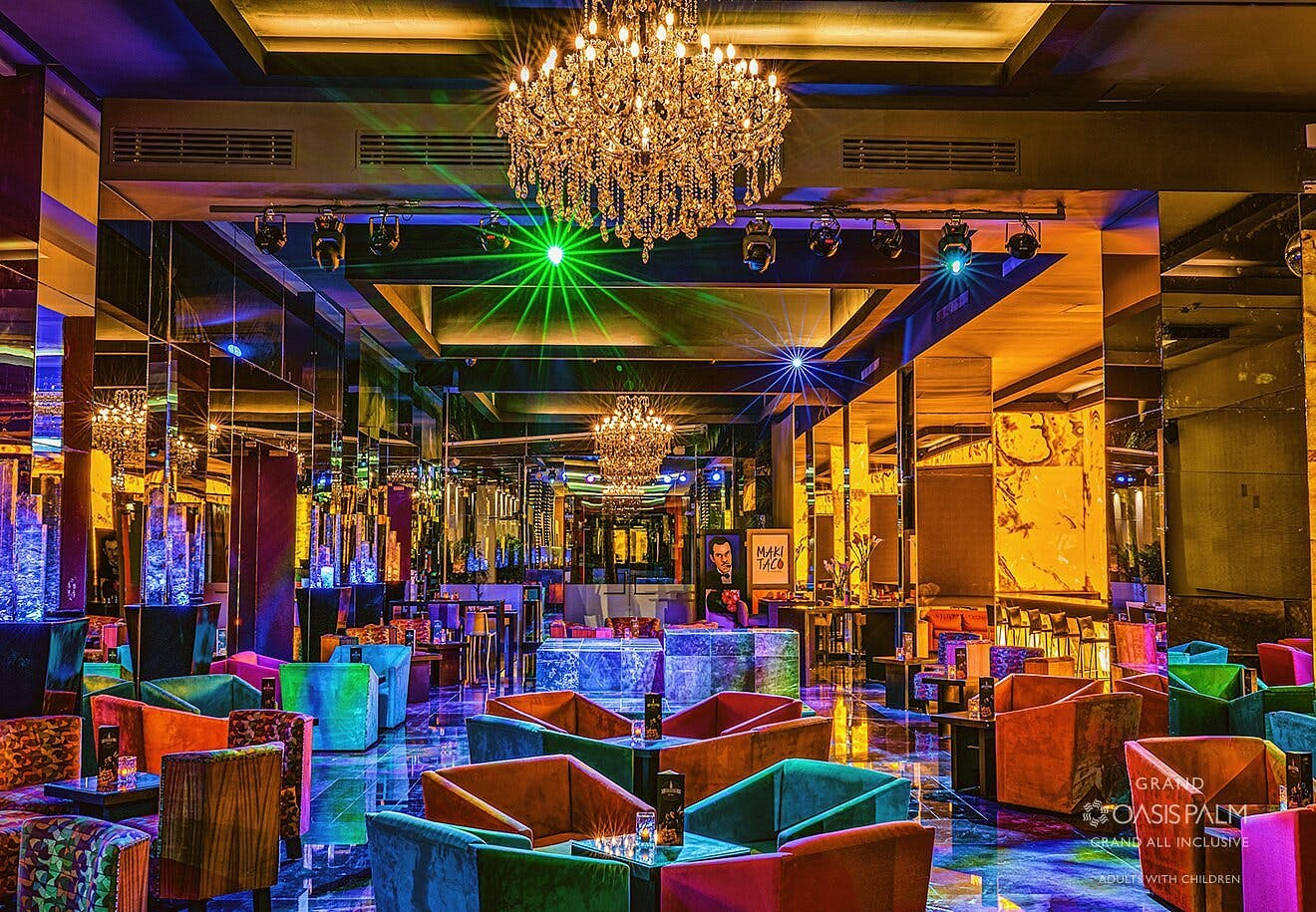 Oasis Palm bar