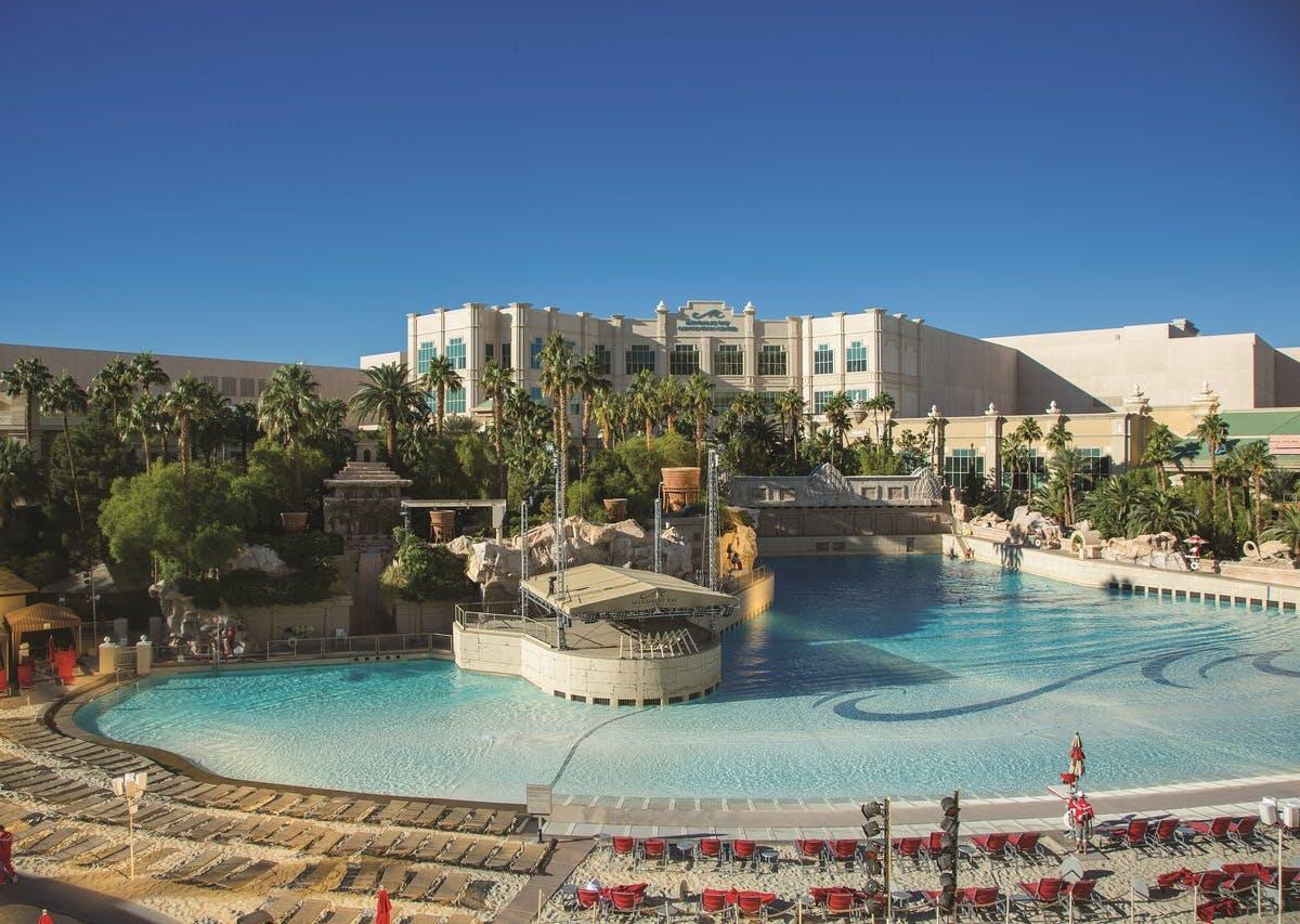 Mandalay Bay Resort & Casino pool