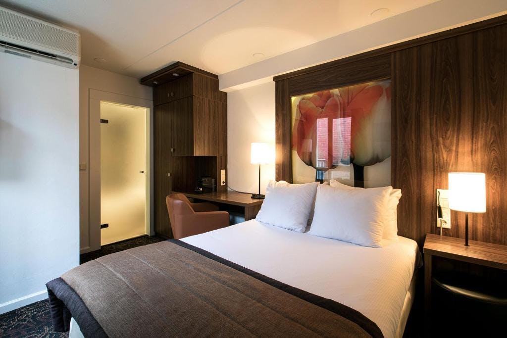 Eden Hotel bedroom