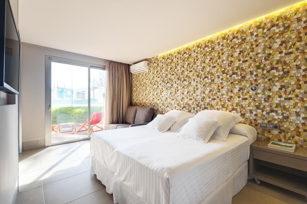 Occidental hotel bedroom