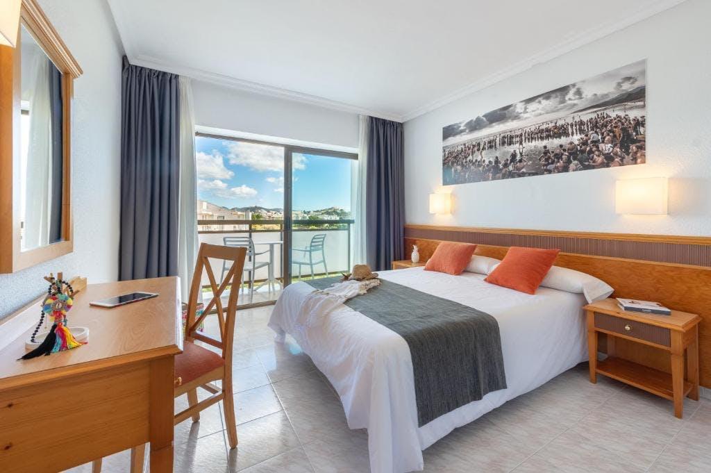 Hotel Playasol Mare Nostrum bedroom