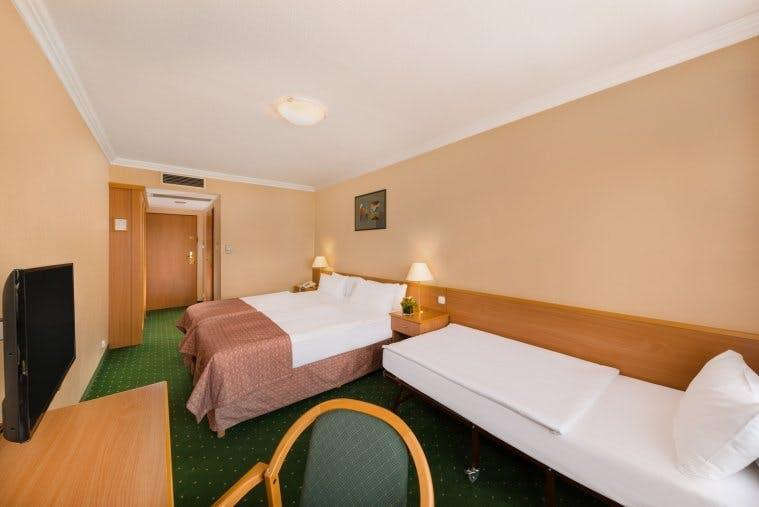 Danubius Hotel Arena bedroom