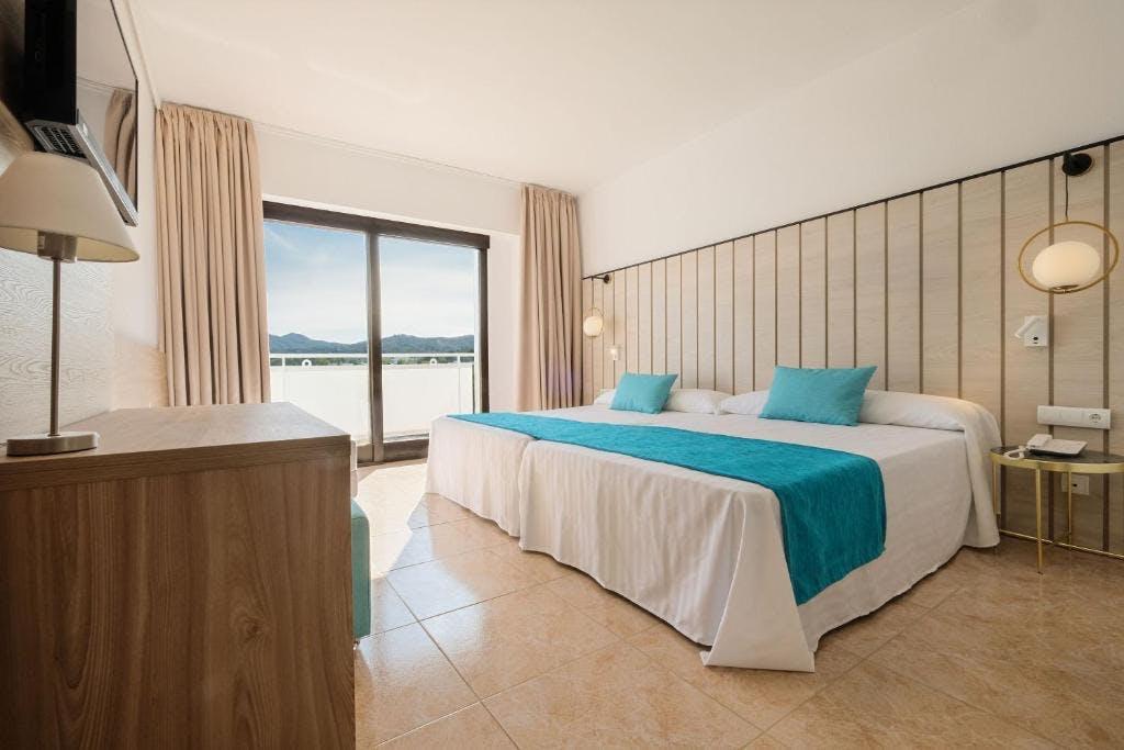 AzuLine Hotel Bergantin bedroom