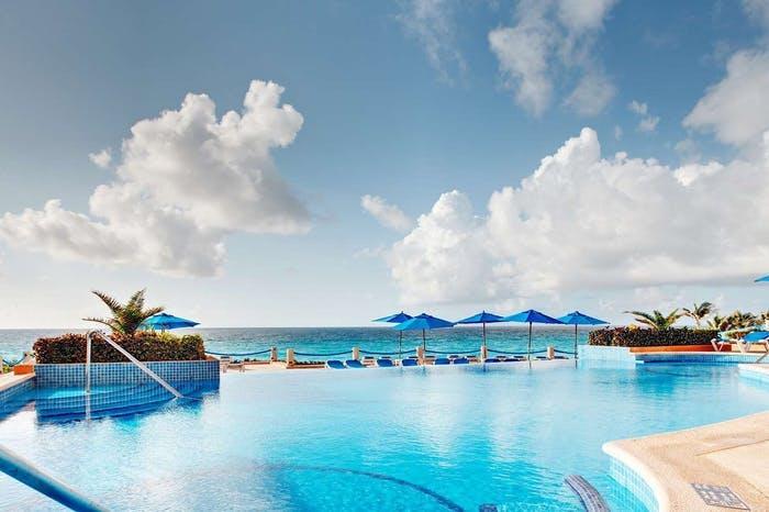 Occidental Tucancun pool