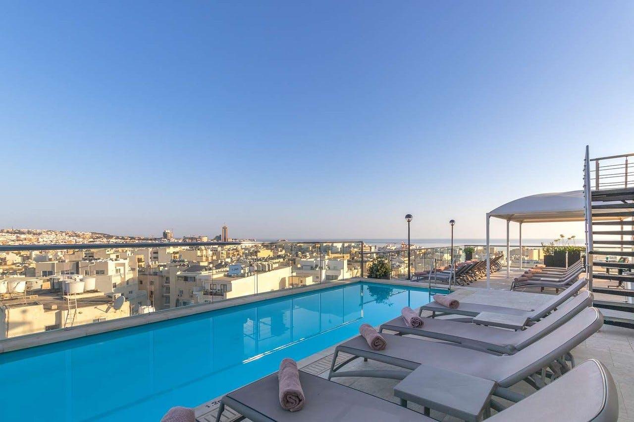 AX: The Victoria Hotel pool