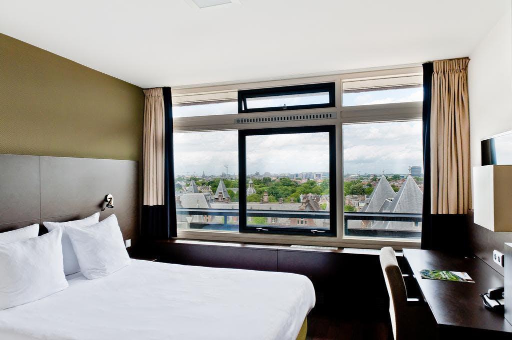 Tropen Hotel bedroom
