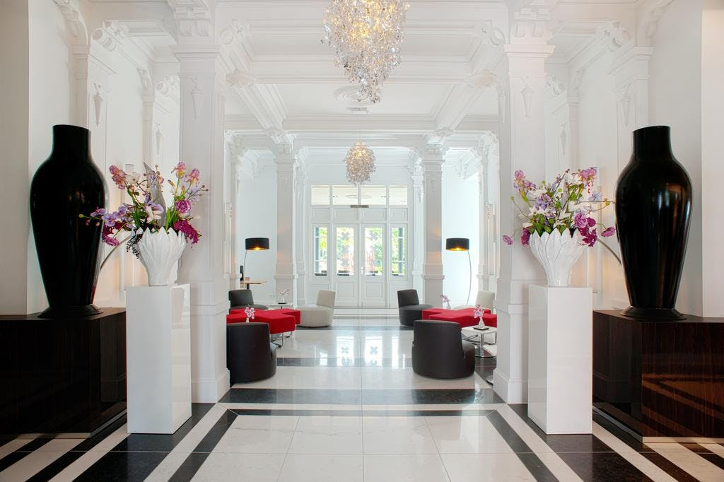 The Manor Amsterdam entrance