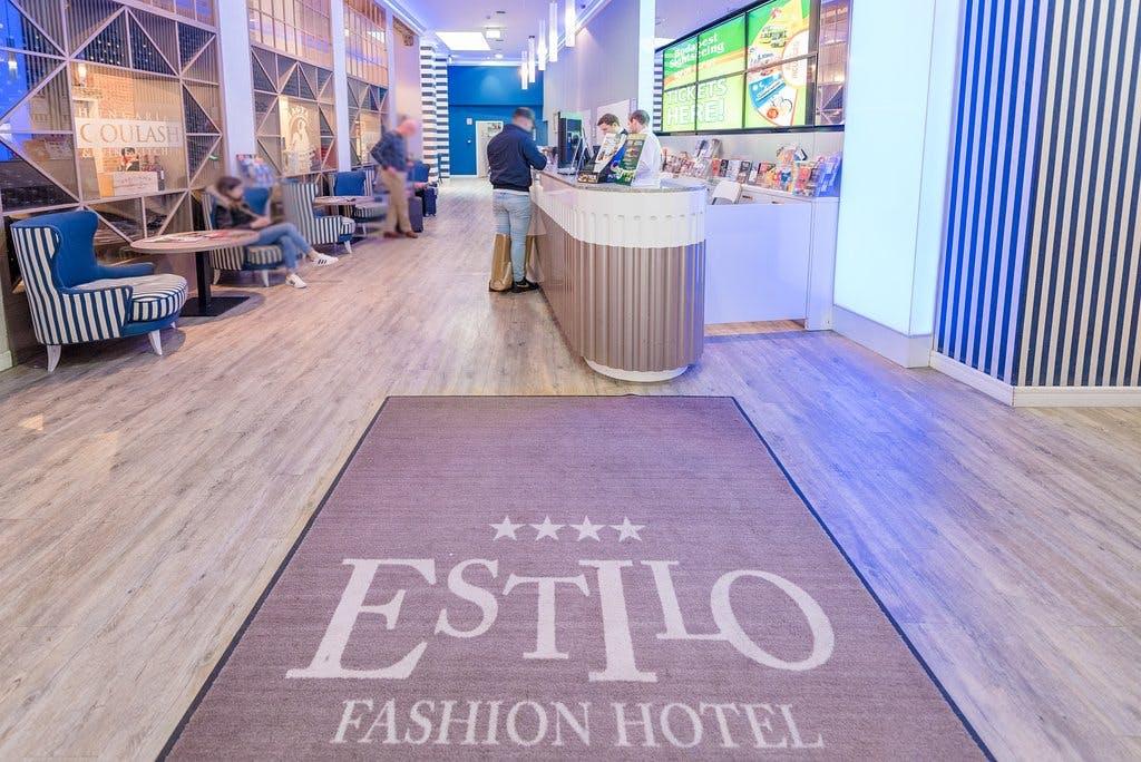 Estilo Fashion Hotel entrance