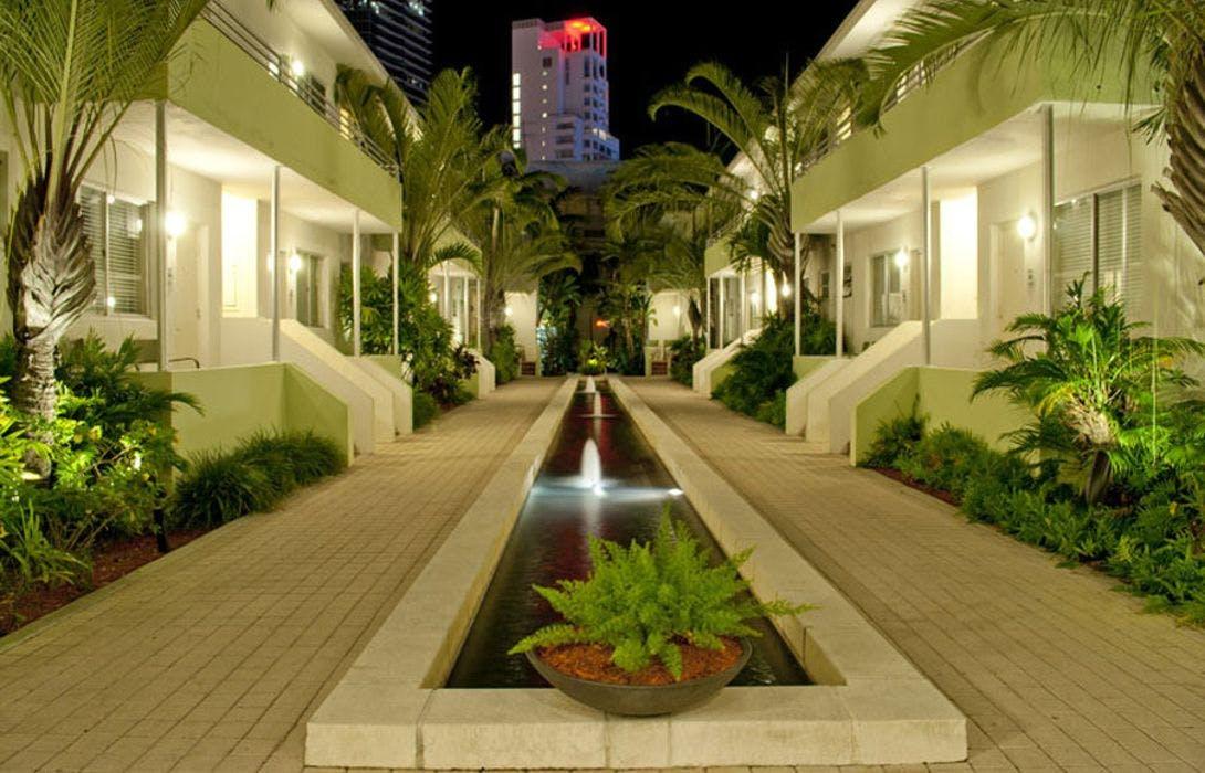 Dorchester Hotel & Suites garden