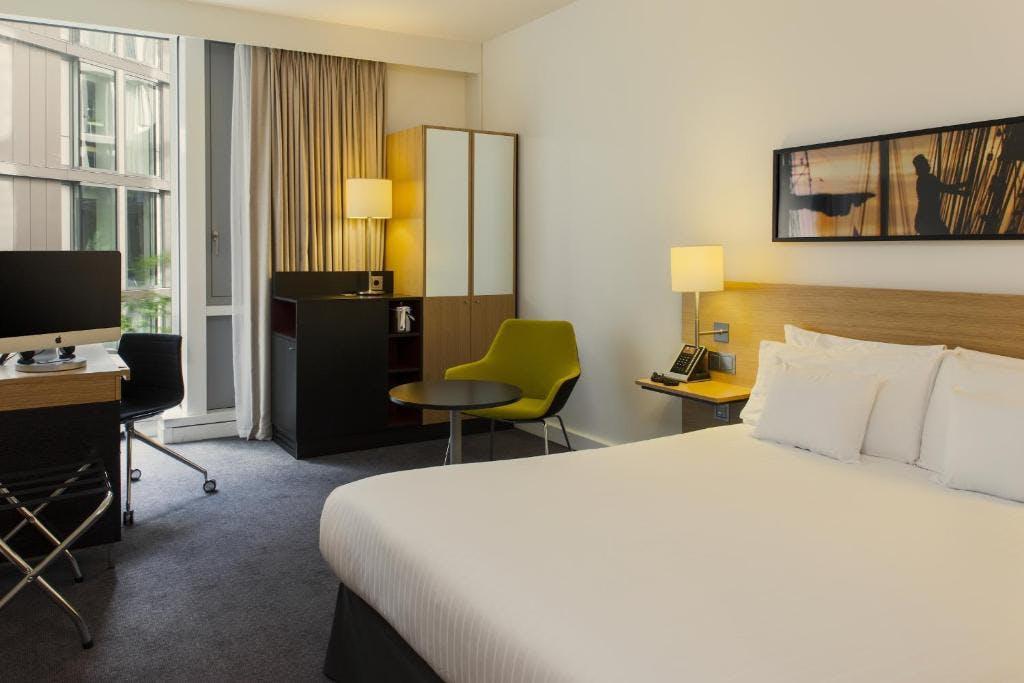 Doubletree by Hilton bedroom