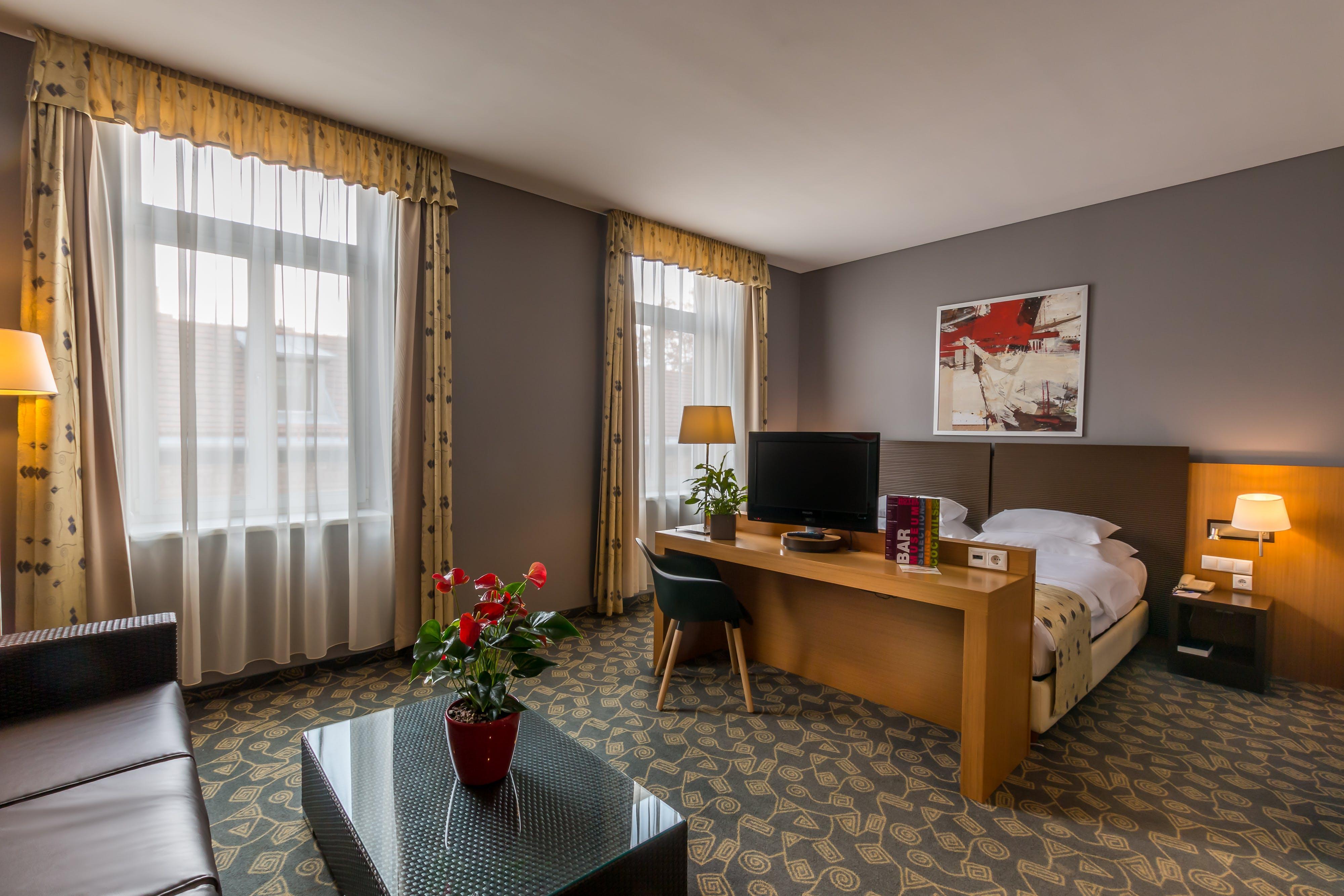 Hotel Museum Budapest bedroom