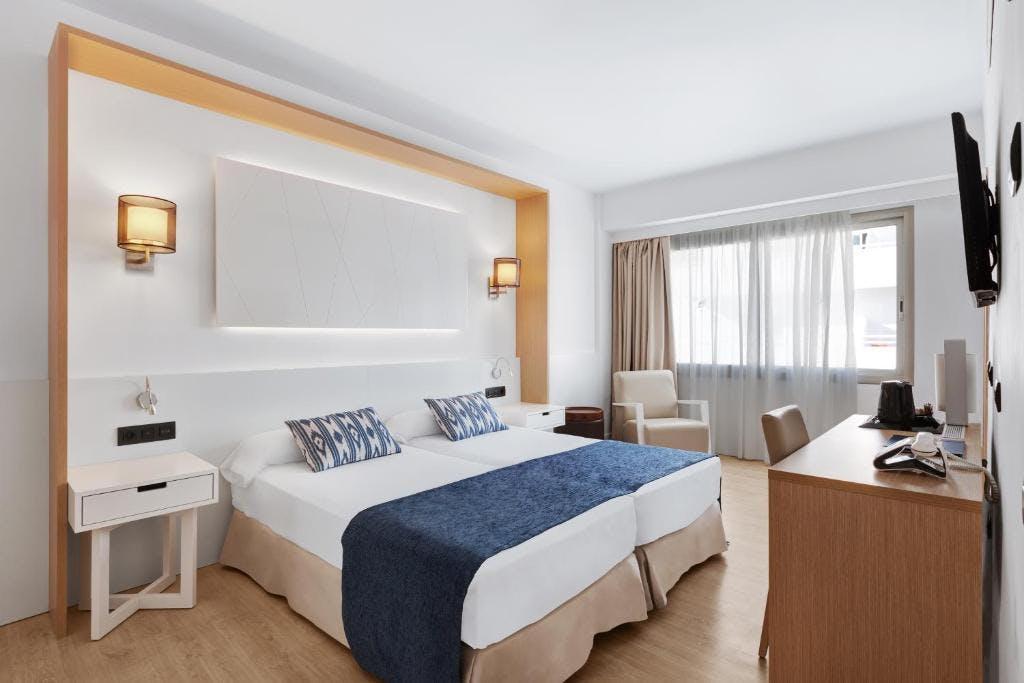 Hotel THB Los Molinos bedroom