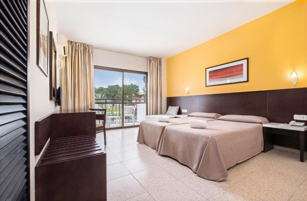 AzuLine Mar Amantis bedroom