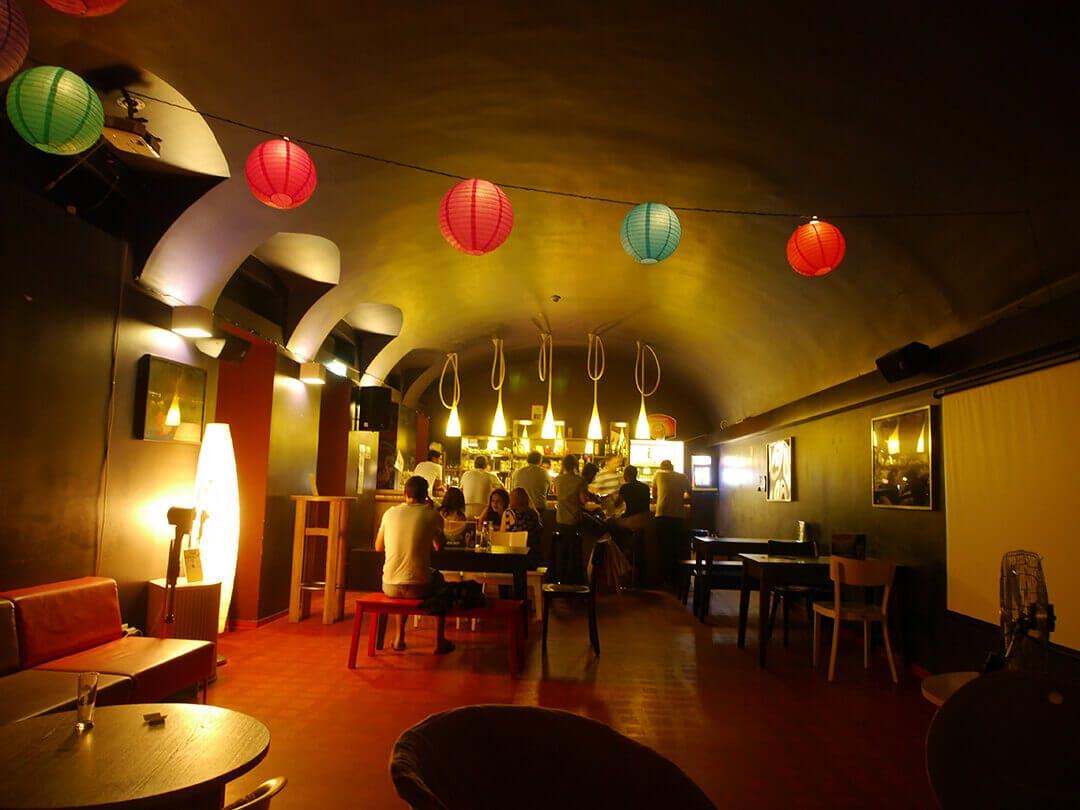 Wombats City Hostel Budapest bar