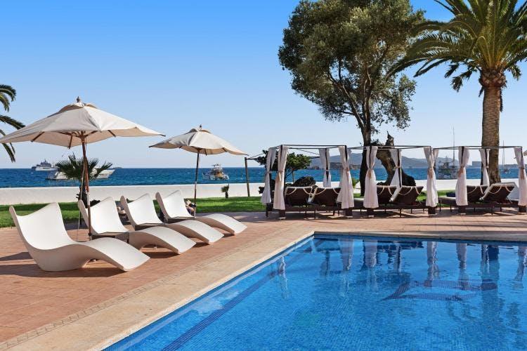 Hotel THB Los Molinos pool area