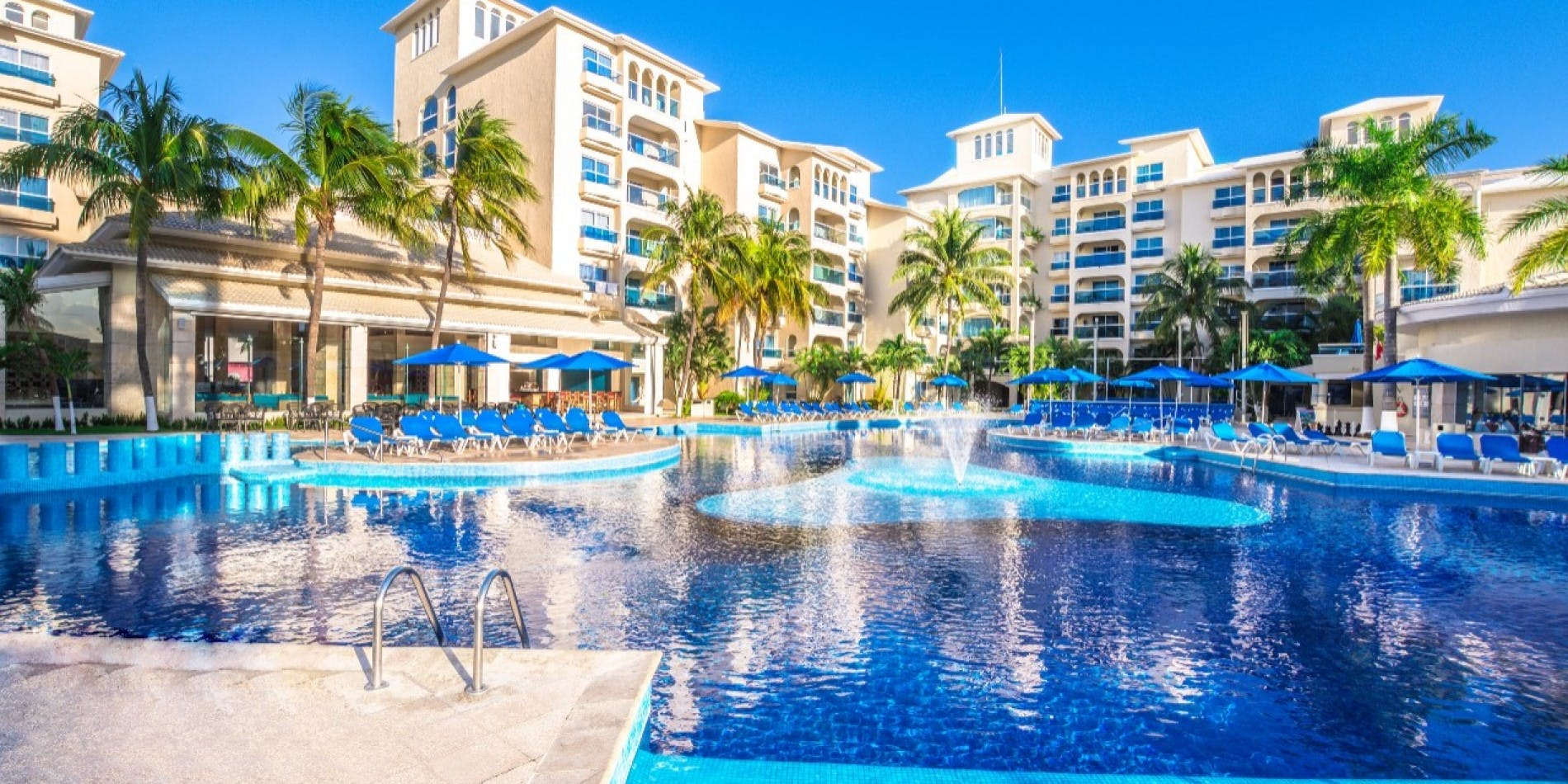 Occidental Costa Cancún pool