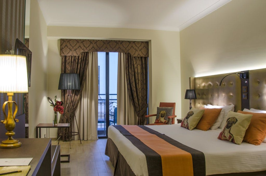 AX: The Victoria Hotel room