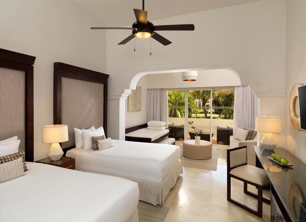 Meliá Caribe Beach Resort bedroom