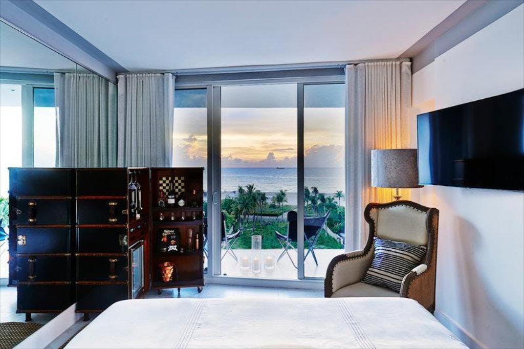 Nautilus Miami South Beach hotel bedroom