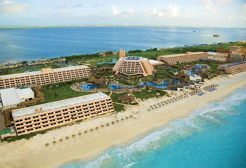Grand Oasis Cancún aerial