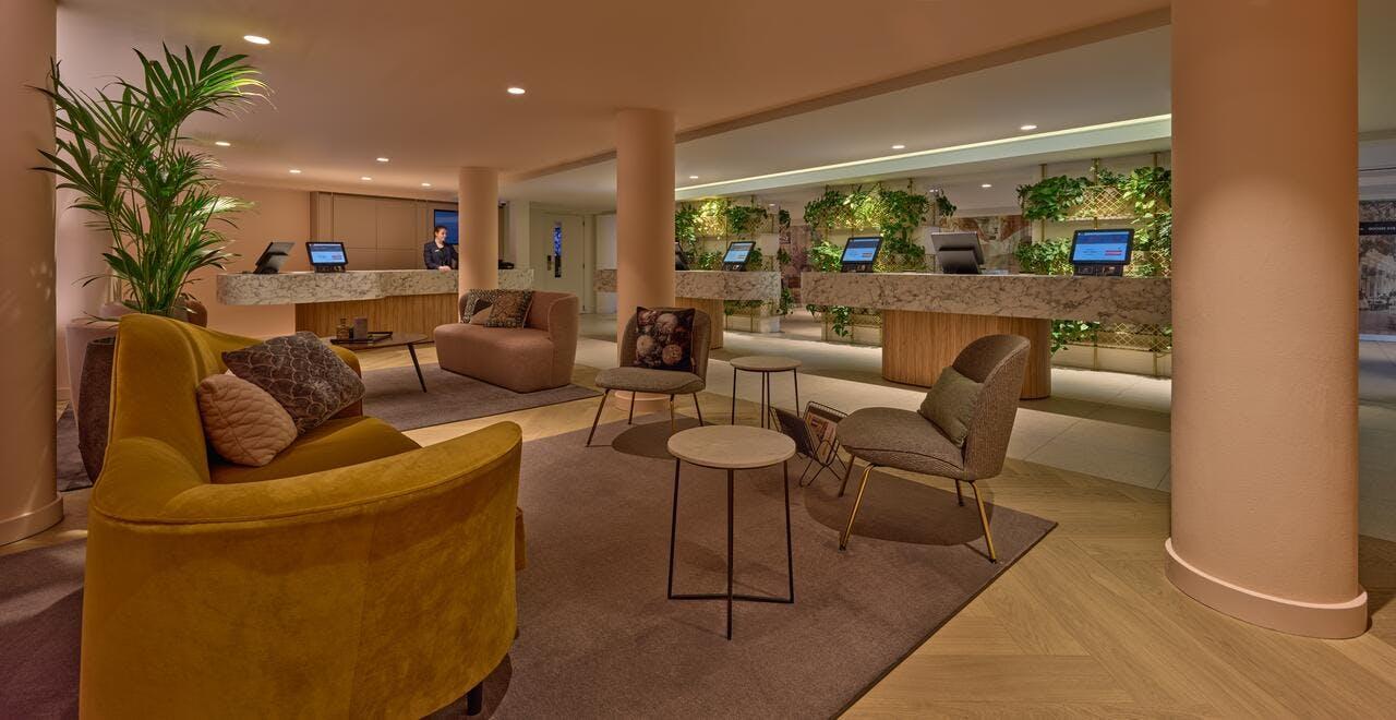 Eden Hotel lounge