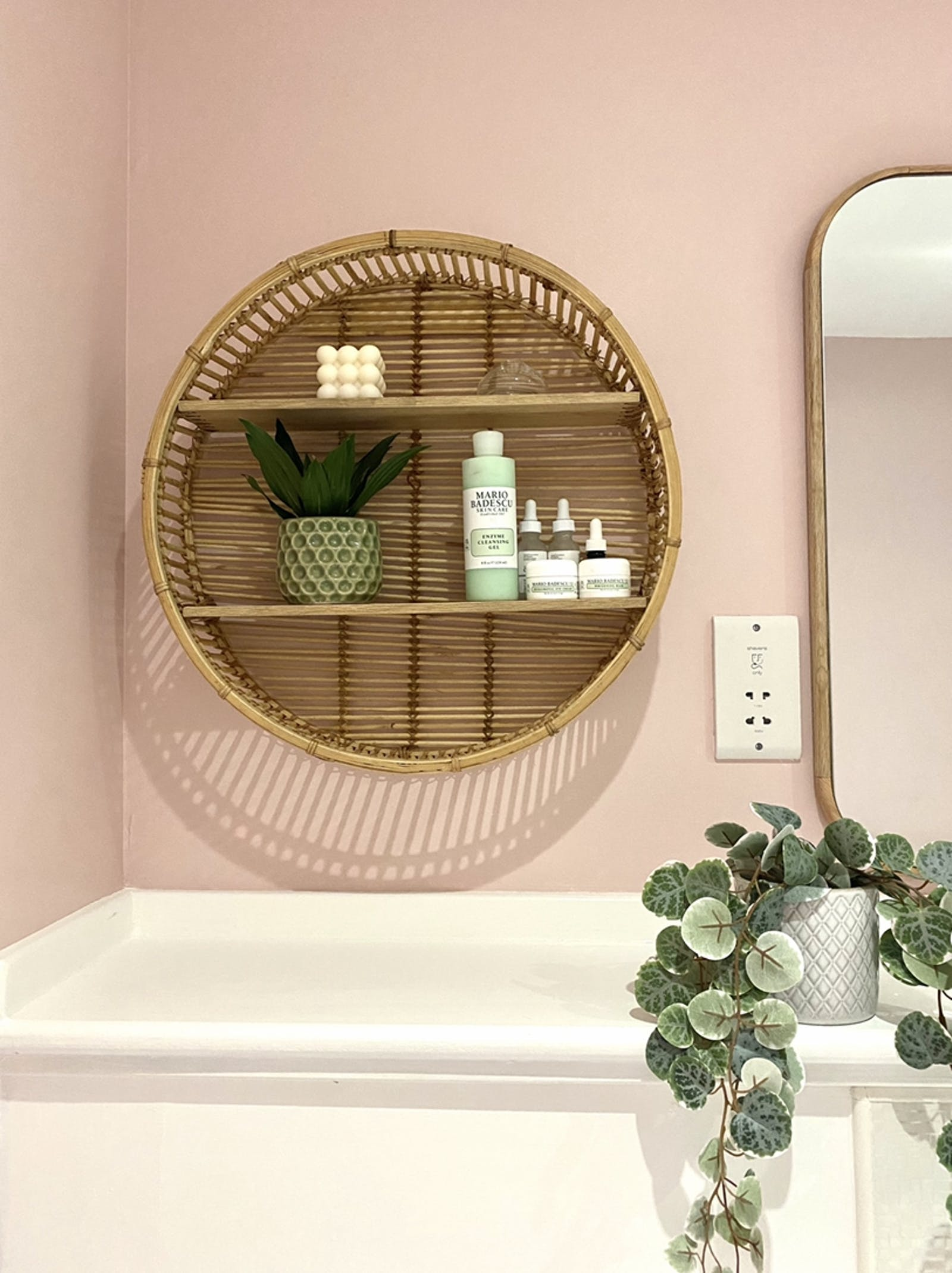 Bathroom painted in Pink 03, with green plants