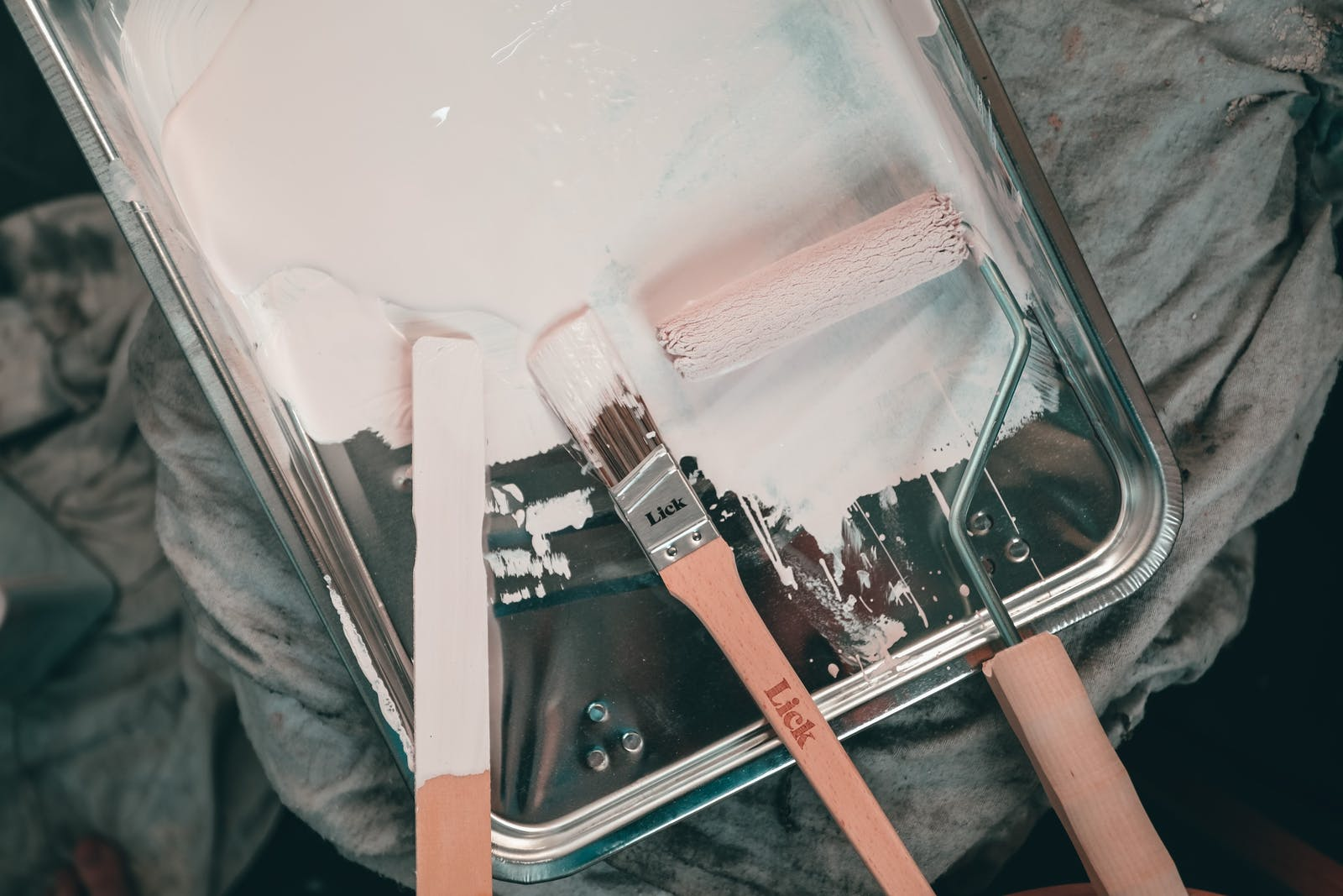 Lick paint brushes and roller on a painting tray