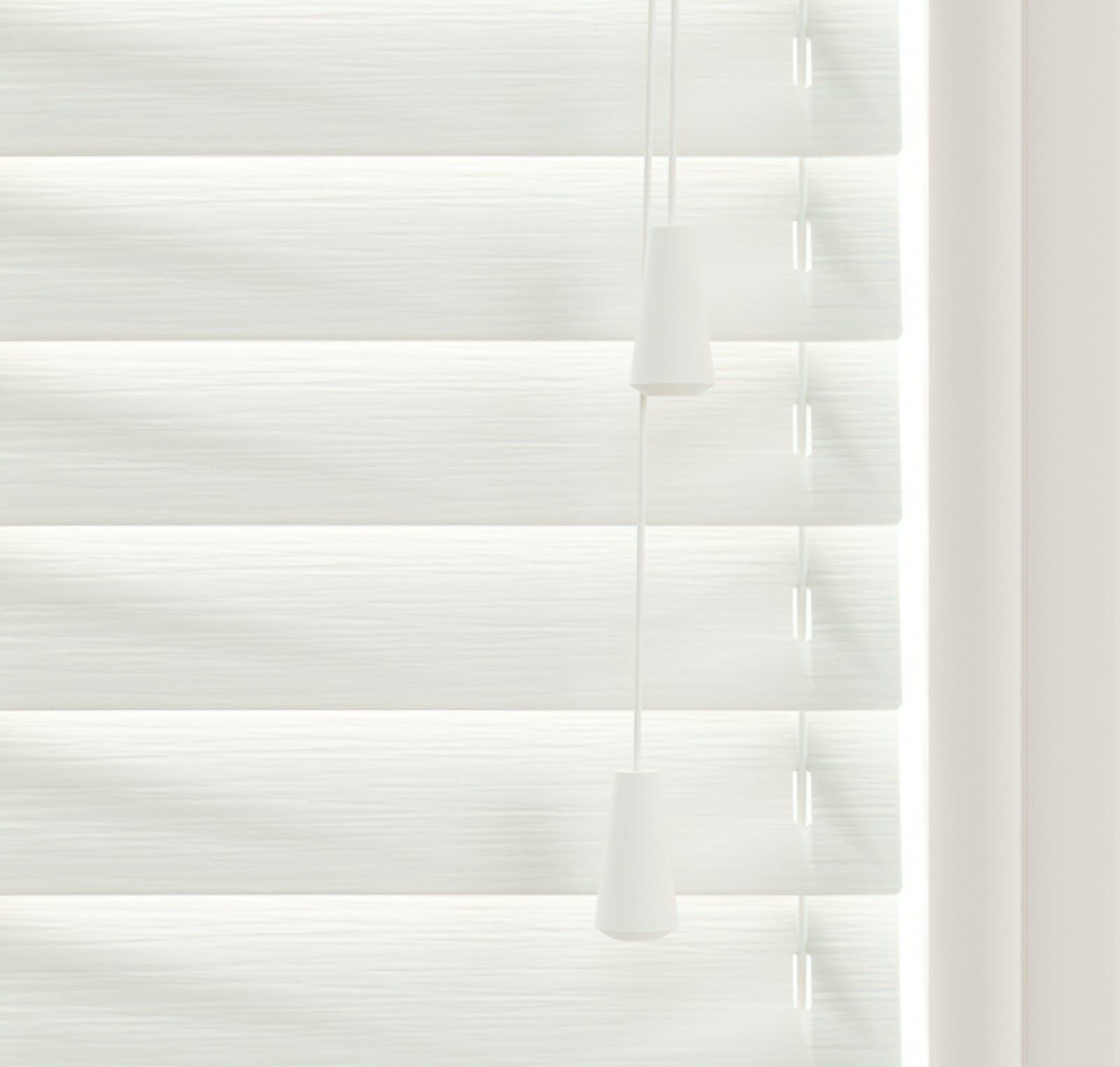 Lick Venetian fine grain blinds in White 01