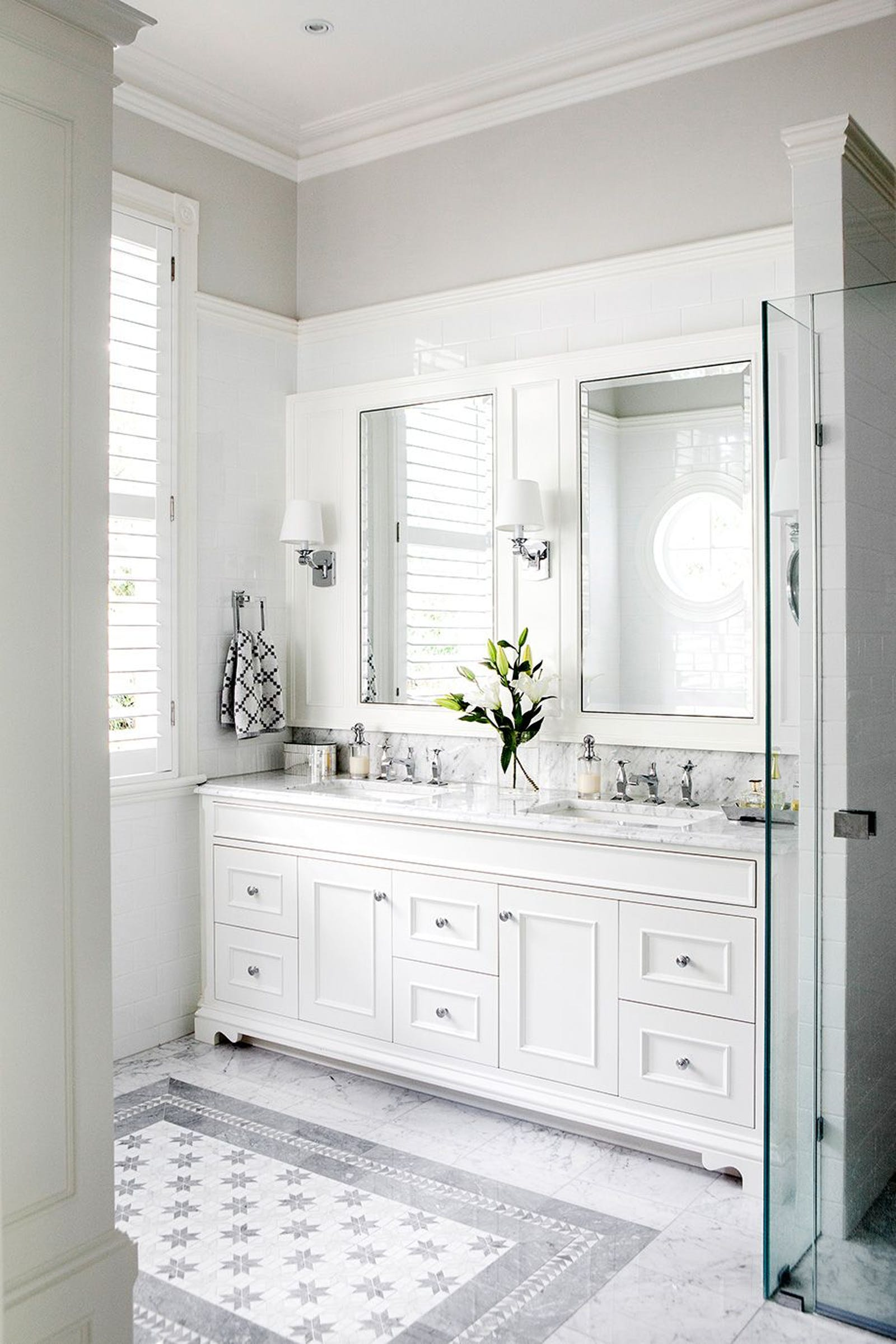 Bathroom in white with vintage cabinets and floral details